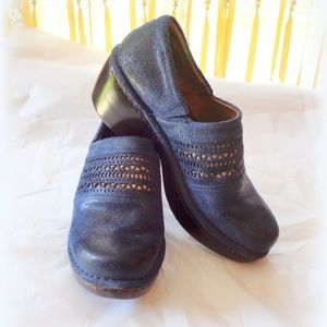 Woman's Ariat Blue Suede Clogs